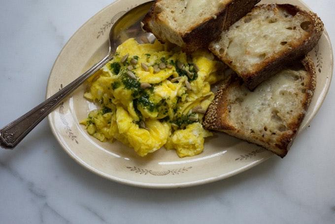 Super-eggy Scrambled Eggs