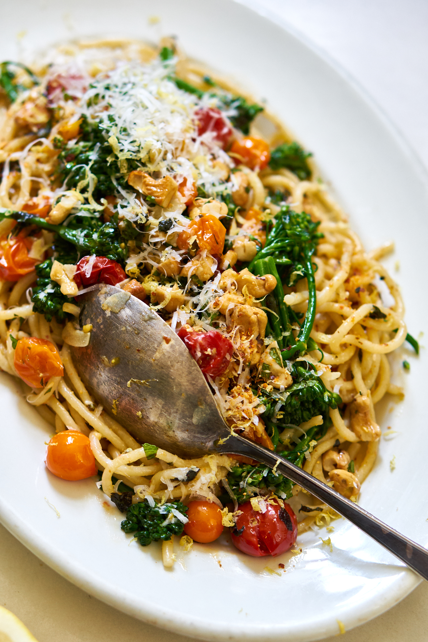 Quick Blistered Cherry Tomato Spaghetti