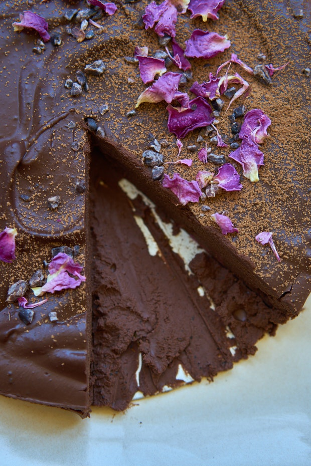 The Ultimate No Bake Chocolate Cake